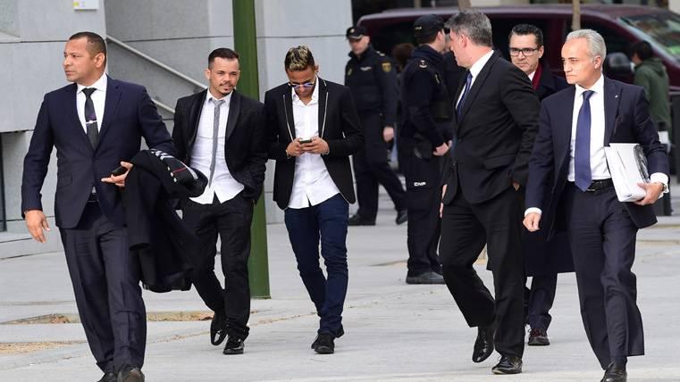 Horas decisivas para el posible fichaje de Neymar por el PSG