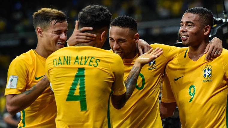 ¿Presión de Alves para que Neymar fiche por el PSG?