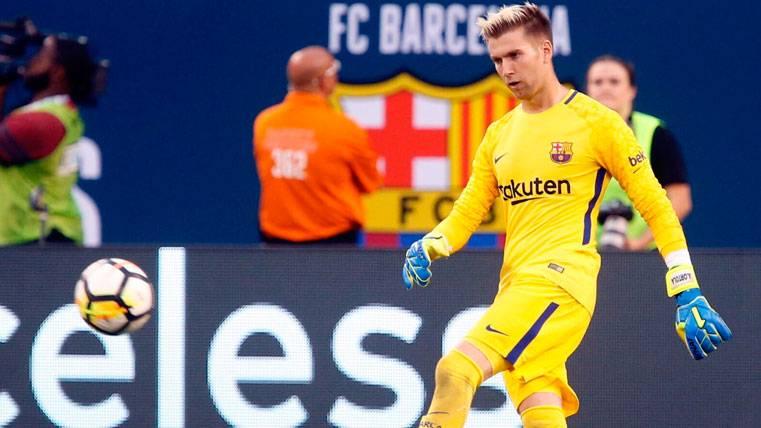 Adrián Ortolá se reivindica en el primer amistoso del Barça