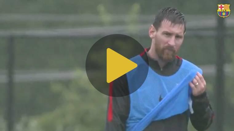 El entrenamiento del Barça a cámara lenta bajo la lluvia