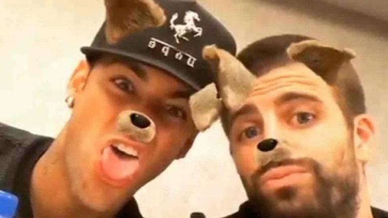 """Nuevo 'selfie' de Piqué y Neymar tras el polémico """"se queda"""""""