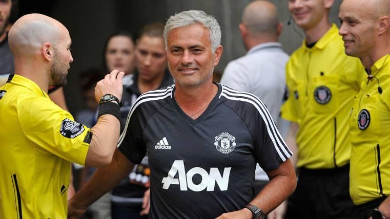 Mourinho se llevó una camiseta del Barcelona para su hijo