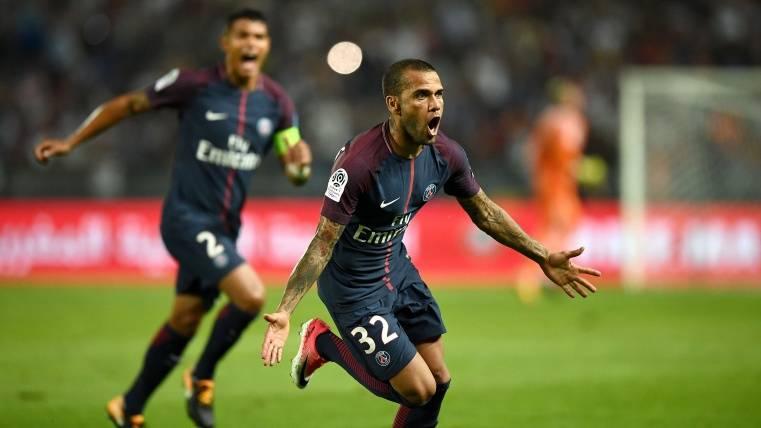 El PSG gana la Supercopa francesa con un gran Alves