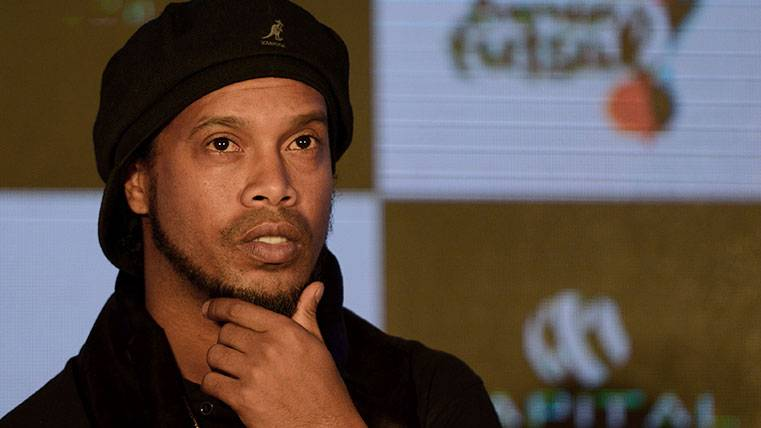 GARANTÍA: Ronaldinho bendice el fichaje de Coutinho por el Barça