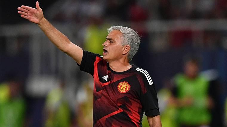 """Mourinho: """"Con el VAR hubiéramos ido 0-0 al descanso"""""""