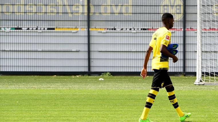 Ousmane Dembélé, abandonando un entreno del Borussia Dortmund