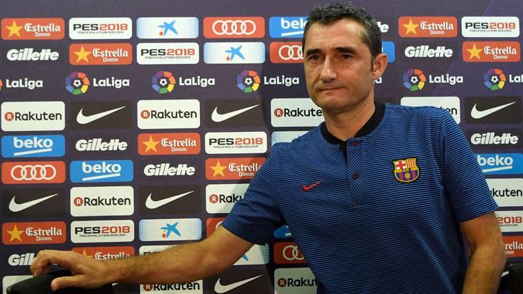 Ernesto Valverde, en una rueda de prensa con el FC Barcelona