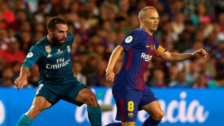 El dardo de Iniesta a la directiva por el Camp Nou 'blanco'