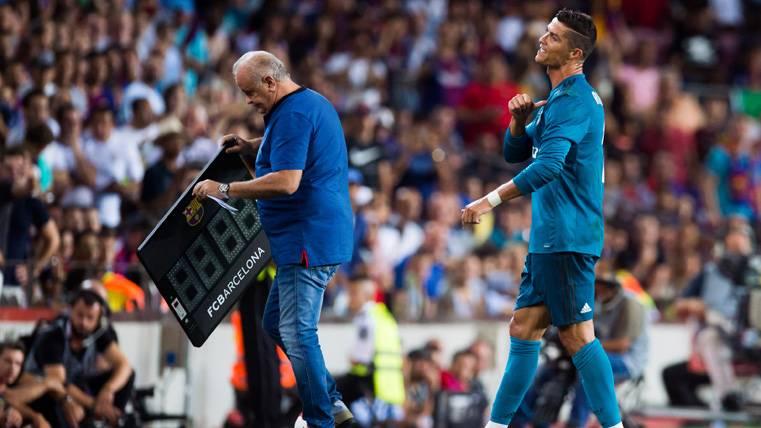 """Cristiano, a la grada del Camp Nou: """"Así ganáis, con diez..."""""""