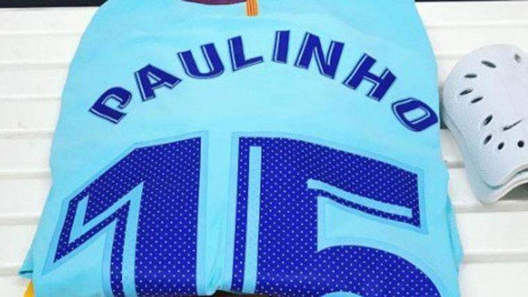 Paulinho debutó con el Barça, pero no pudo tocar el balón