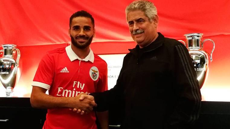 OFICIAL: Douglas se marcha un año cedido al Benfica