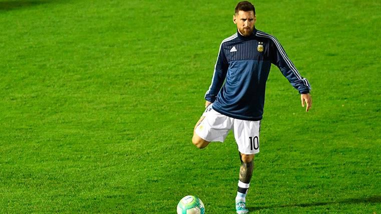 Messi, familiar en los terrenos de juego, ¡Ojo a sus botas!