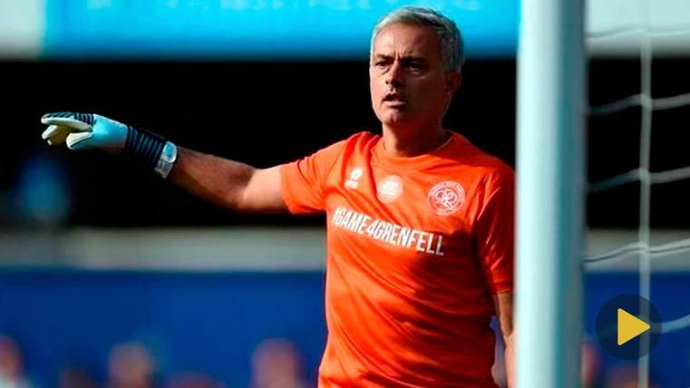 Mourinho, protagonista en un partido benéfico, ¡de portero!