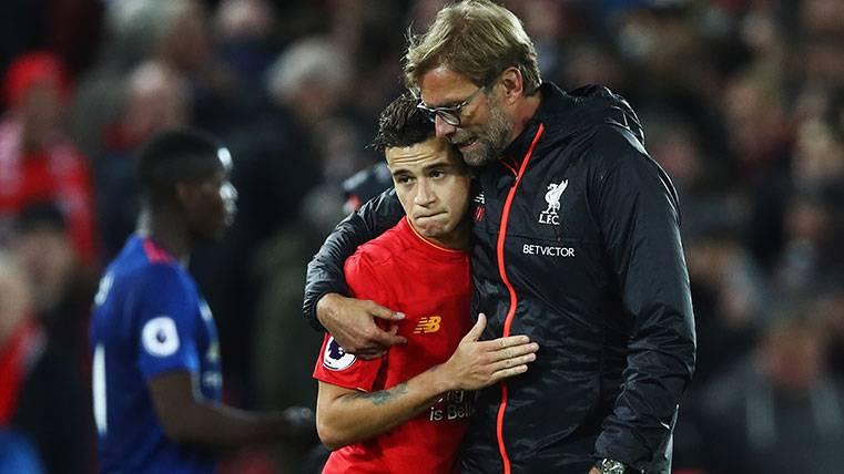 La afición del Liverpool mira a Coutinho y la Champions