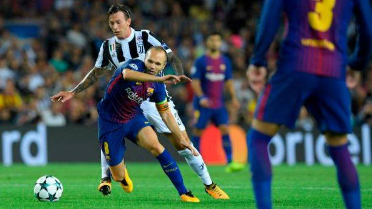 Iniesta en una acción ante la Juventus