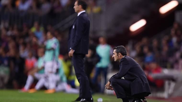 Ernesto Valverde y Allegri, presenciando el FC Barcelona-Juventus