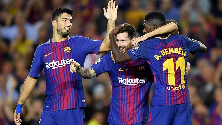 Luis Suárez, Leo Messi y Dembélé, celebrando uno de los goles del Barça