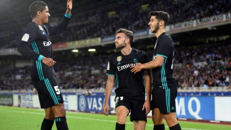 El Real Madrid asalta Anoeta y el Barça se queda líder