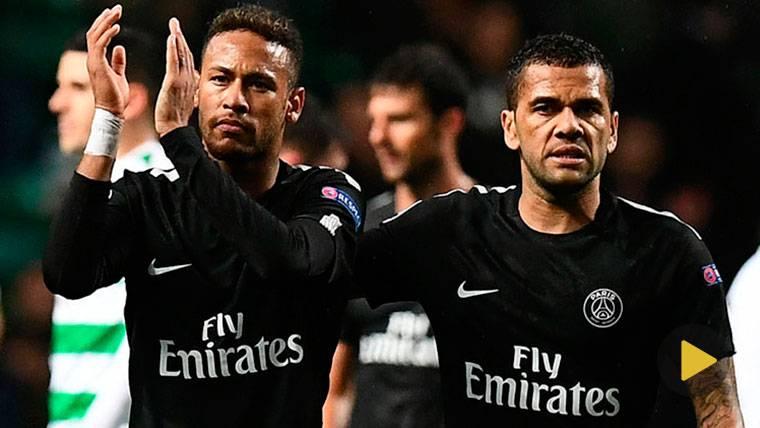 La excusa de Alves sobre la 'guerra' Neymar-Cavani en París
