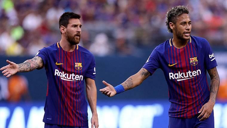 SURREALISTA: Neymar, de la sombra de Messi... ¡A la de Cavani!