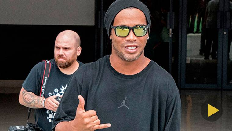 VIRAL: La última genialidad de Ronaldinho en el fútbol sala