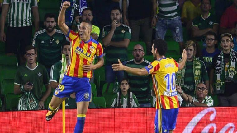 El Valencia se coloca segundo tras ganar al Real Betis