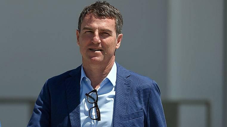 Robert Fernández, ¿buscando fichajes en el Bernabéu?
