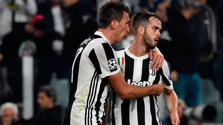 Mandzukic pone a la Juventus a la estela del FC Barcelona