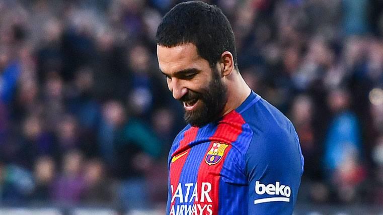Arda Turan en un partido con el FC Barcelona