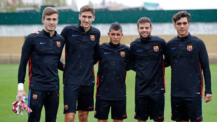 Cinco canteranos acompañaron al Barça bajo la lluvia