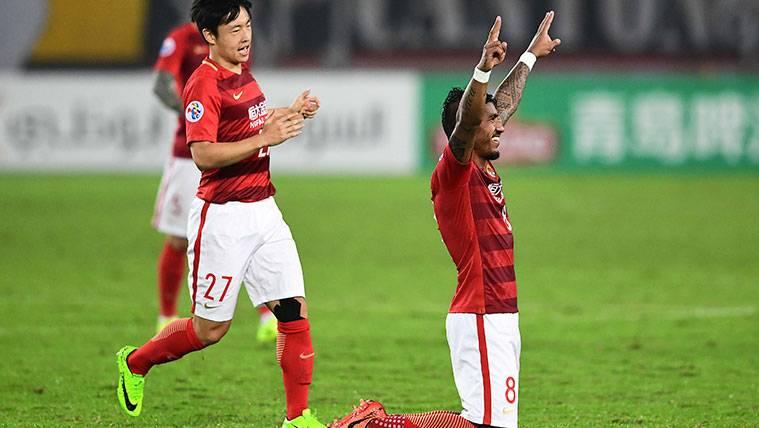 Paulinho ya es campeón de la Liga china con el Guangzhou