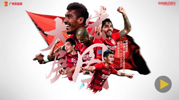 Paulinho ya celebra su título de Liga con el Guangzhou