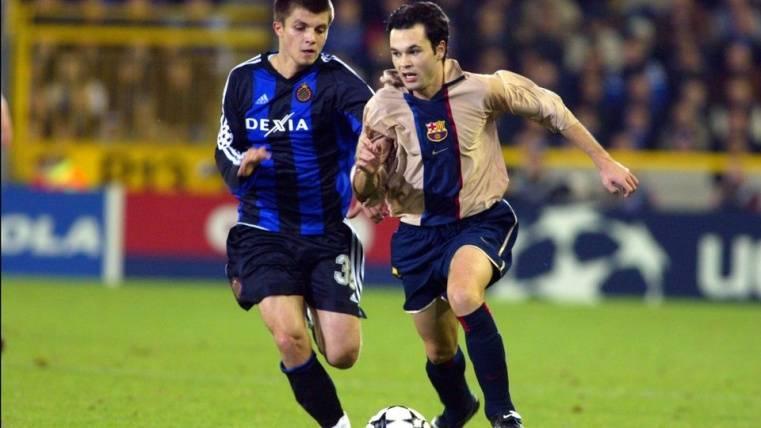 Iniesta en su primer partido con el Barça
