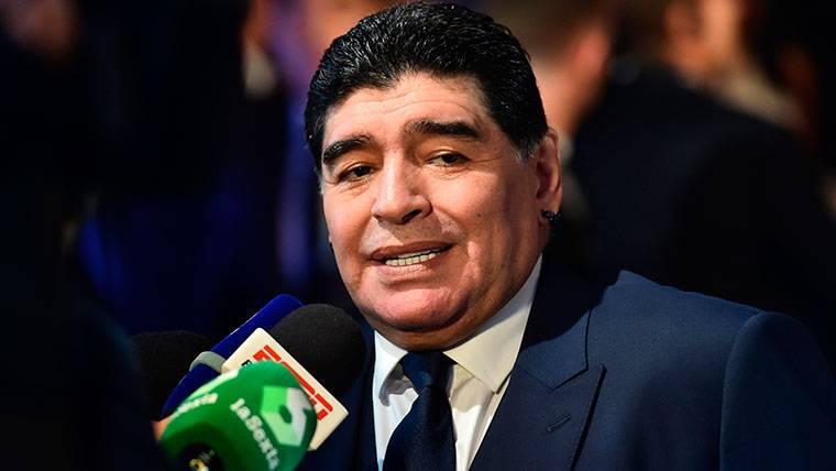 """La última crítica de Maradona en Argentina: """"Messi está solo"""""""