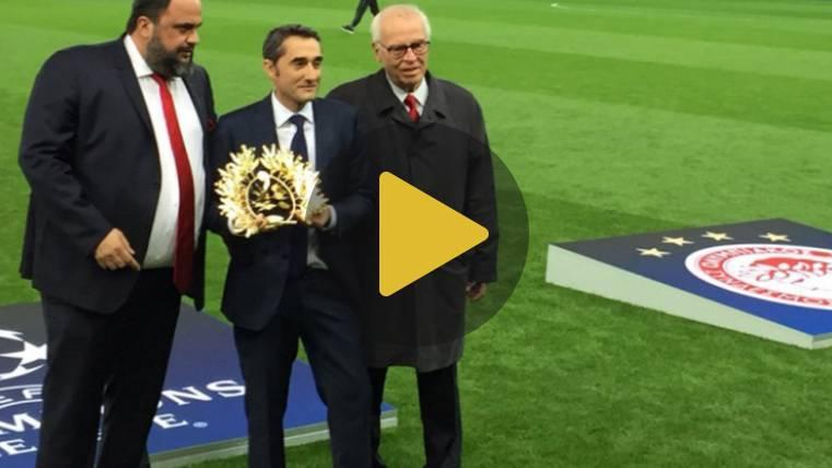Bonito homenaje de Olympiacos a Ernesto Valverde