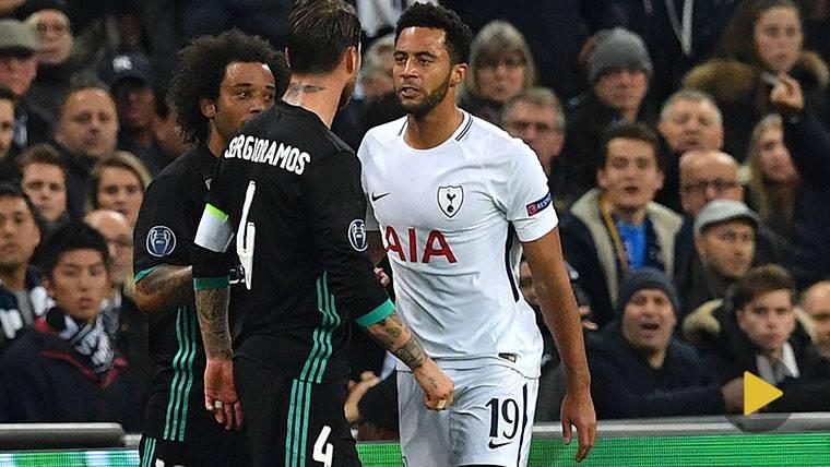 IMPUNE: ¡Ramos agredió 3 veces a Dembélé en la misma jugada!