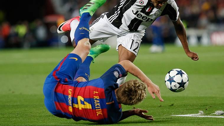 Ivan Rakitic y Jordi Alba dieron el susto en el Camp Nou