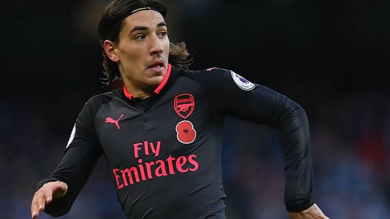 Bellerín puede dejar el Arsenal, pero no para irse al Barça