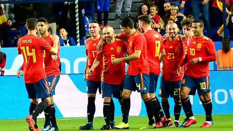 Goles de Iniesta y Jordi Alba en la mejor versión de España