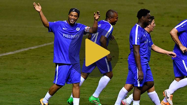 Golazo y magia de Ronaldinho en el Partido por la Paz