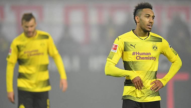 Pierre-Emerick Aubameyang en un partido con el Borussia Dortmund