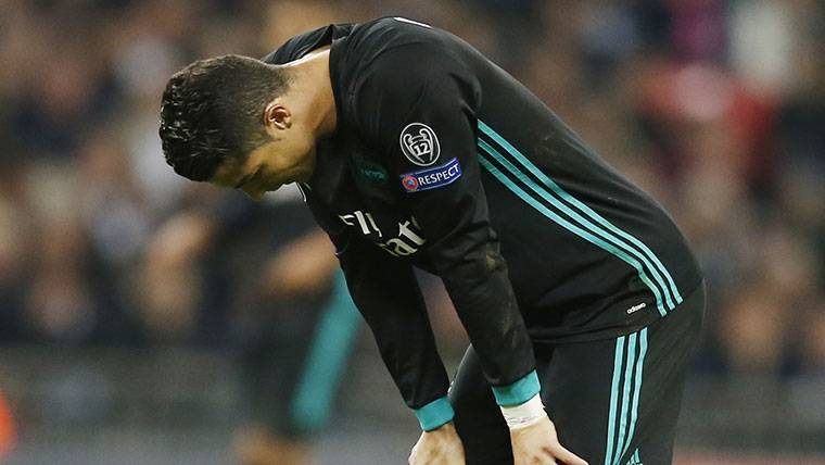 Cristiano Ronaldo, cabizbajo durante un partido con el Real Madrid
