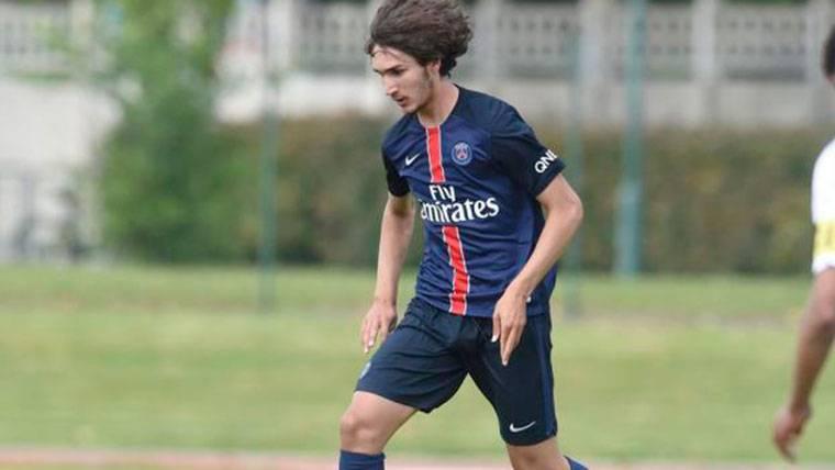 Yacine Adli, durante un partido con el filial del Paris Saint-Germain