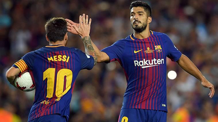 Leo Messi y Luis Suárez celebran un gol del FC Barcelona