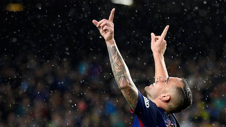 Paco Alcácer paga sus titularidades anotando goles