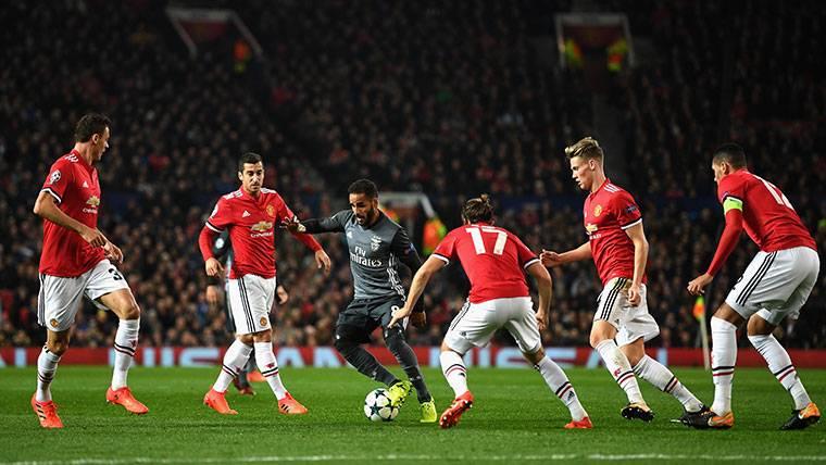 Los movimientos del Barça para evitar el regreso de Douglas