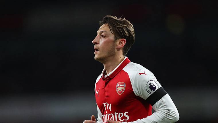 Anuncian un trueque Özil-Arda Turan entre Barça y Arsenal