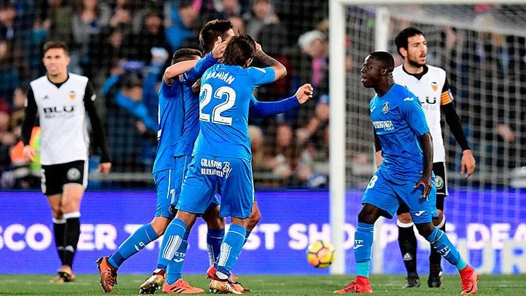 El Valencia naufraga en Getafe y el Barça respira a cinco puntos
