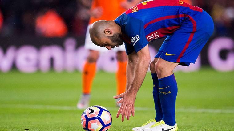 Javier Mascherano, durante un partido con el Barça este curso