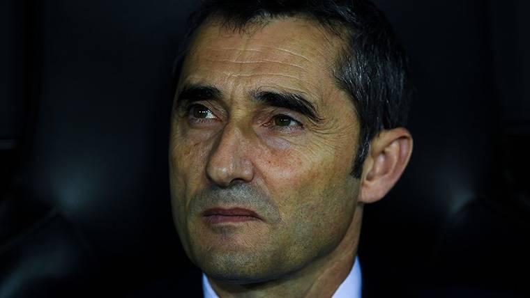 Ernesto Valverde, en el banquillo del FC Barcelona